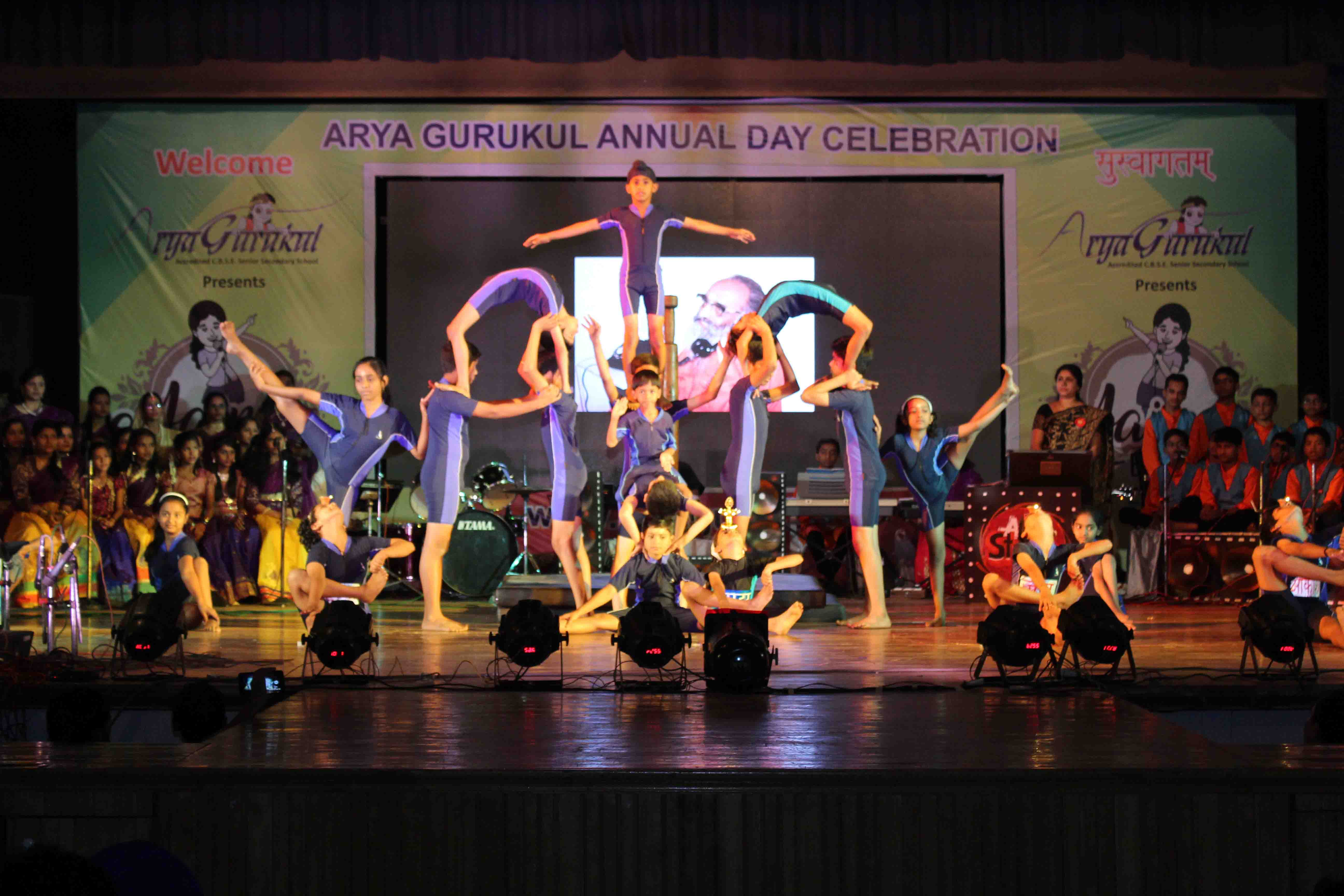 Arya gurukul school annual day 7 aryagurukul for Annual day stage decoration images